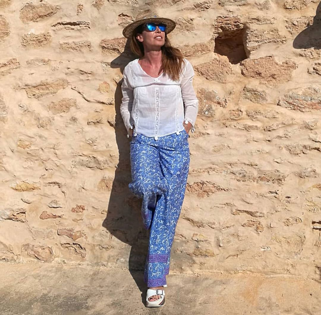 💙FRIENDS ON SET💙 #puresilksaree #dressmorewithless pant on holiday in Formentera with my #gorgeous #bestfriend @francescaturano.  Thank you for posting your holiday's pics in #dressmorewithless outfits! Mi mandate le vostre fotografie in vacanza con i capi e gli accessori #dressmorewithless ? #puresilksaree  #ponponpant  #formenteramood  #ootdfashion